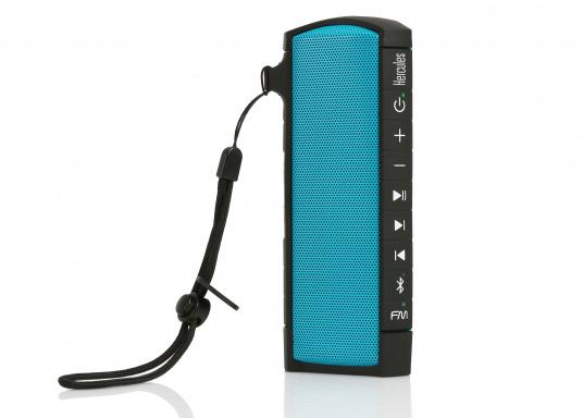 """Der vollausgestattete Funklautsprecher für all jene die sich gerne auf oder am Wasser aufhalten. Der Bluetoothlautsprecher ist Staub-, sand-, wasser-, schneedicht sowie """"Oceanproof"""" (tauchfest) und verfügt über ein eingebautes UKW-Radio! (Bild 6 von 14)"""