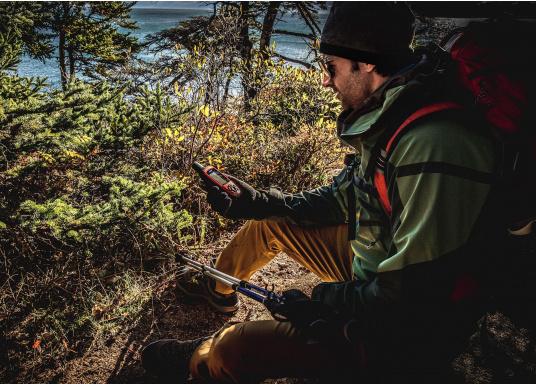 Diese Satellitenkommunikations-Handgeräte wurden für Outdoor-Fans entwickelt, die weiter hinaus wollen und mehr erleben möchten, ohne dass sich ihre Familie und Freunde Sorgen machen müssen. Von Touren in entlegene Gebiete bis hin zu internationalen Abenteuern. (Bild 3 von 8)