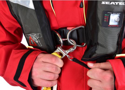 Elastische Lifeline mit Doppelstrang und zwei Karabinern für verbesserte Sicherheit an Bord. Konform mit allen ISAF-Anforderungen (Internation Sailing Federation). Mit Verbindungsstücken aus Aluminiumlegierung, elastischem Gurtband und Schnellöffnung aus Edelstahl. (Bild 6 von 9)