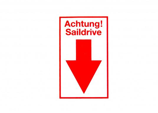 Selbstklebender Bavaria Aufkleber mit der Warnung: Achtung! - Saildrive von Bavaria. Maße: 65 x 40 mm.