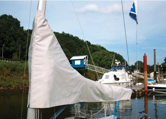Very durable and extremely weather resistant mainsail cover made out of UV resistant and breathable material. Several sizes are available.