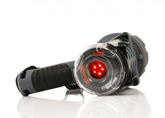 Der Handscheinwerfer CARY von aqua signal überzeugt mit einer Leuchtkraft von 350 Lumen und erreicht Leuchtweiten von bis zu 360 Meter! Die innere Elektronik wird vom robusten, wasserdichten (IP67) Gehäuse geschützt. (Bild 11 von 20)
