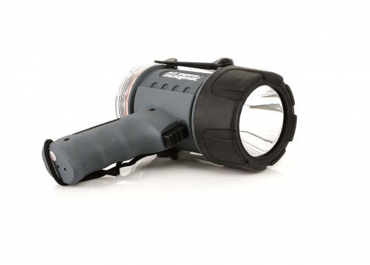 Der Handscheinwerfer CARY von aqua signal überzeugt mit einer Leuchtkraft von 350 Lumen und erreicht Leuchtweiten von bis zu 360 Meter! Die innere Elektronik wird vom robusten, wasserdichten (IP67) Gehäuse geschützt.