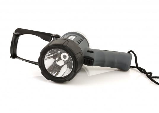 Der Handscheinwerfer CARY von aqua signal überzeugt mit einer Leuchtkraft von 350 Lumen und erreicht Leuchtweiten von bis zu 360 Meter! Die innere Elektronik wird vom robusten, wasserdichten (IP67) Gehäuse geschützt. (Bild 3 von 20)