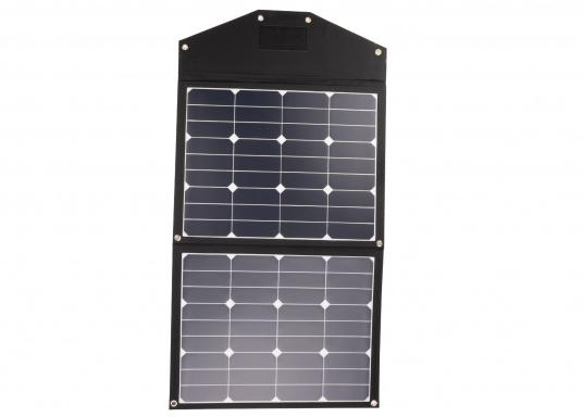 This foldable solar module with charge controller stands out amongst the rest with its high energy yield in the smallest of spaces. Its low weight of only 1.6 kg allows also for easy transport. (Afbeelding 3 of 16)