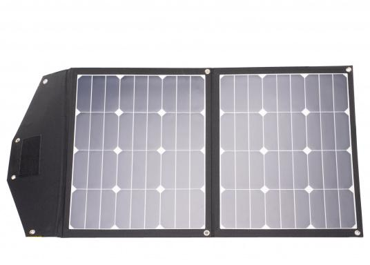 This foldable solar module with charge controller stands out amongst the rest with its high energy yield in the smallest of spaces. Its low weight of only 1.6 kg allows also for easy transport. (Afbeelding 1 of 16)