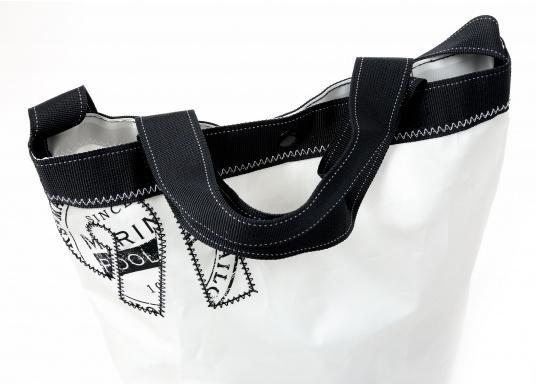 Stylischer Seesack, hergestellt aus originalem, robustem Segeltuch mit einer langlebigen Oberfläche aus Nylon 600D. Mit zwei Schulterriemen zum Umschnallen. Abmessungen:35 x 64 cm.Inhalt: 60 l. (Bild 2 von 8)