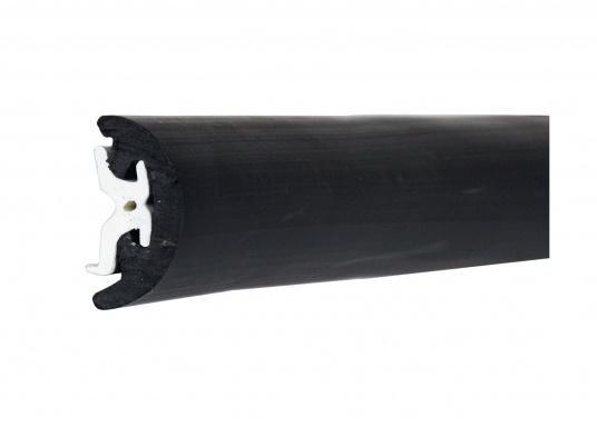 Scheuerleisten speziell für die Schifffahrt. Die flexiblen Leistenlassen sich in Minutenschnelle montieren. Die Länge kann individuell gekürzt werden. Farben: creme oder schwarz.  (Bild 4 von 12)