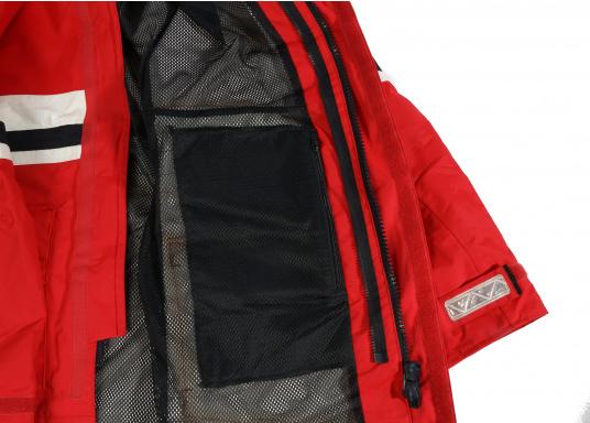 Die Marinepool Performance III Jacke ist eine klassische, atmungsaktive Offshore Segeljacke mit wasserabweisender DWR-Technologie für einen optimalen Tragekomfort. (Bild 9 von 16)