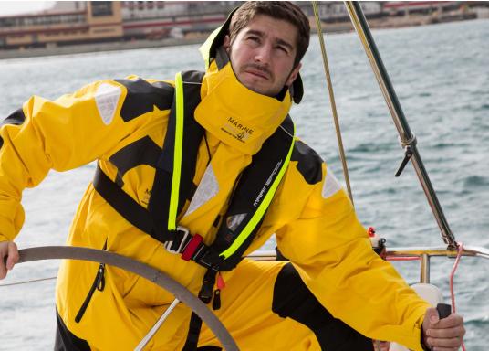Ultraleichte und kompakte Automatikweste, speziell für Sportsegler und Motorbootfahrer in küstennahen Gebieten und im Hochseebereich. (Bild 15 von 17)