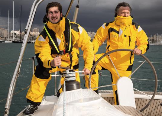 Die hochwertige Offshore-Segeljacke MANDURAH OCEAN besteht aus einem 3-Schicht-Gewebe mit XPU Membran. Material: Außen & Innen: 100 % Polyamid, Membrane: 100 % Polyurethan. (Bild 6 von 21)
