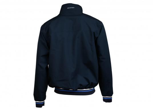 Der SEATEC Club Blouson Sport in klassischem Navy-Blau ist ein echter Hingucker für Sie und Ihn. Durch die farbig abgesetzten Streifen an Bündchen nd Reißverschlüssen wirkt der Blouson sportlich und maritim. (Bild 6 von 14)