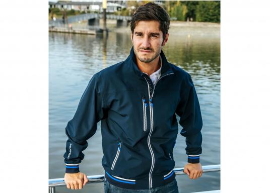 Der SEATEC Club Blouson Sport in klassischem Navy-Blau ist ein echter Hingucker für Sie und Ihn. Durch die farbig abgesetzten Streifen an Bündchen nd Reißverschlüssen wirkt der Blouson sportlich und maritim. (Bild 2 von 14)