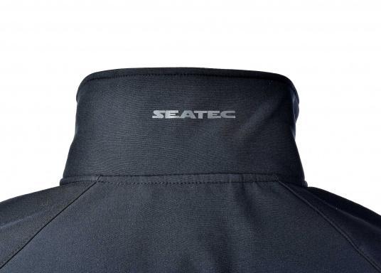 Die sportliche SEATEC Softshell-Jacke ist atmungsaktiv und bietet hohen Tragekomfort. Das Außenmaterial ist wind- und wasserabweisend. (Bild 8 von 11)