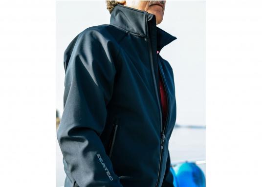 Die sportliche SEATEC Softshell-Jacke ist atmungsaktiv und bietet hohen Tragekomfort. Das Außenmaterial ist wind- und wasserabweisend. (Bild 5 von 11)