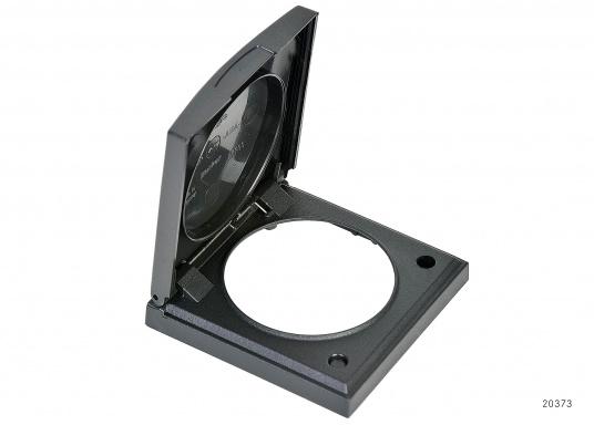 Passend für Ihre Steckdosen von Bavaria ist ein Rahmen mit Klappdeckel erhältlich. Schutzklasse: IP44. Farbe: schwarz. Abmessungen: 60 x 60 mm.