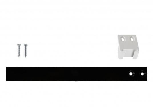 Original Schleppscharnier für Ihre BAVARIA Yacht, hergestellt aus Kunststoff. Farbe: schwarz / weiß. Zum Einbau von Kühlschränken hinter Möbeltüren, sodass beim Öffnen der Möbeltür die Kühlschranktür automatisch mit geöffnet wird. (Bild 3 von 6)