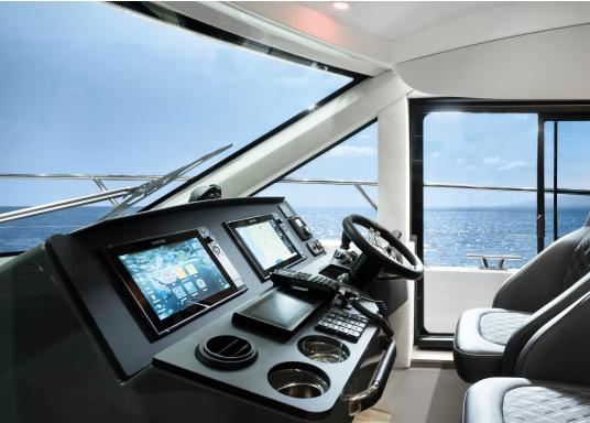 Navigieren, Kontrolle übernehmen und die enorme Funktionsvielfalt optimal ausnutzen – mit NSS evo3. Die SolarMAX™ HD-Anzeigetechnologie bietet ein außergewöhnlich klares Bild und extrem weite Sichtwinkel. Dank allwettertauglichem Touchscreen und erweitertem Tastenfeld behalten Sie unter allen Bedingungen die volle Kontrolle. Lieferung inklusive 4G Breitband Radar. (Bild 5 von 17)
