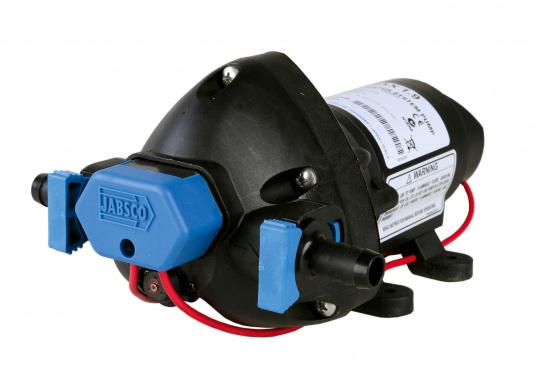 """Diese besonders leise Druckwasserpumpe von BAVARIA kann bis zu 3 Zapfstellen zugleich versorgen. 12 mm (1/2"""") Schlauchanschlüsse mit werkzeugfreien Clipverschlüssen."""