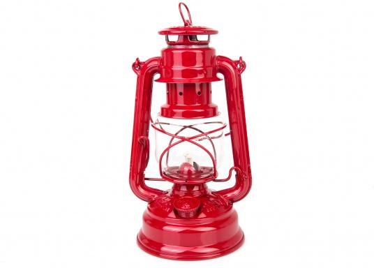 Das Original! Die Klassische FEUERHAND Petroleumlaterne mit Tradition. Verzinktes Material und eine präzise Verarbeitung sorgen für eine lange Lebensdauer. Farbe: rot.