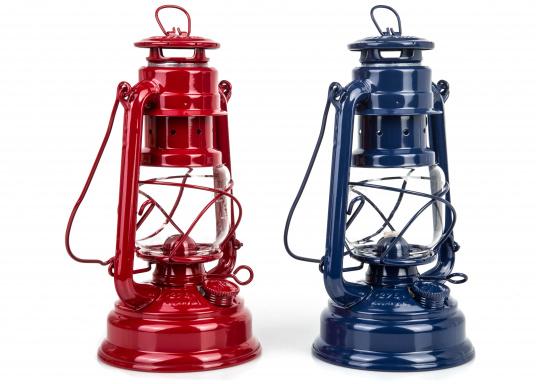 Das Original! Die Klassische FEUERHAND Petroleumlaterne mit Tradition. Verzinktes Material und eine präzise Verarbeitung sorgen für eine lange Lebensdauer. Farbe: rot.  (Bild 5 von 5)