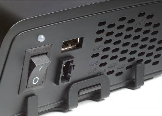 Die Wechselrichter der SinePower DSP Serie liefern eine reine Sinusspannung, die selbst empfindliche 230-Volt-Geräte, wie zum Beispiel Fernseher, optimal versorgt. (Bild 3 von 14)