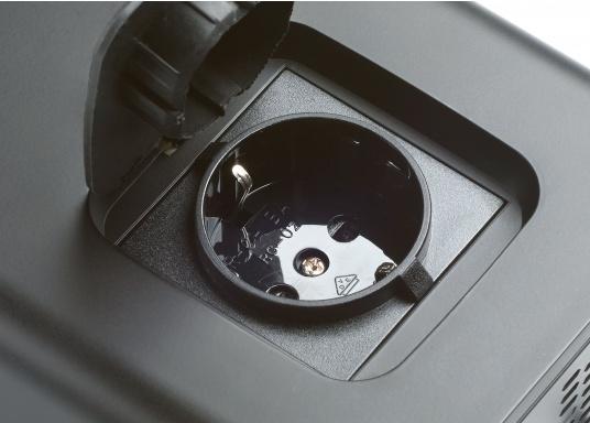 Die Wechselrichter der SinePower DSP Serie liefern eine reine Sinusspannung, die selbst empfindliche 230-Volt-Geräte, wie zum Beispiel Fernseher, optimal versorgt. (Bild 2 von 14)