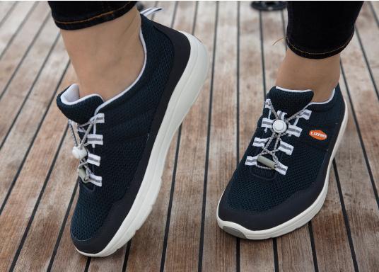 Ein superleichter Boots-Sneaker mit der Gummi Grip Sohlen Technologie von LIZARD bietet hervorragenden Halt auf jeder Oberfläche. Material: Mesh, Mikrofaser. Farbe: blau (Bild 7 von 13)