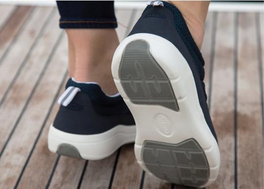 Ein superleichter Boots-Sneaker mit der Gummi Grip Sohlen Technologie von LIZARD bietet hervorragenden Halt auf jeder Oberfläche. Material: Mesh, Mikrofaser. Farbe: blau (Bild 9 von 13)