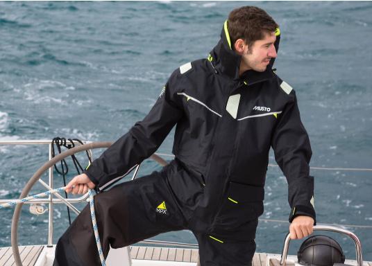Die Jacke, die dem Offshore-Segler wirklich entspricht. Mit hochstellbarem Kragen und völlig verschließbarer Kapuze. MPX GORE-TEX®Pro steht für das beste Material für anspruchsvolle Segler. (Bild 5 von 15)