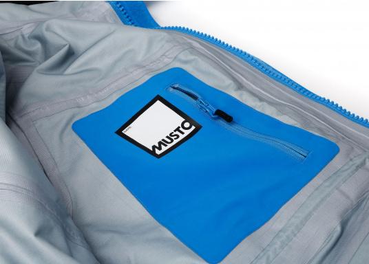 Die Jacke, die dem Offshore-Segler wirklich entspricht. Mit hochstellbarem Kragen und völlig verschließbarer Kapuze. MPX GORE-TEX®Pro steht für das beste Material für anspruchsvolle Segler. (Bild 10 von 12)