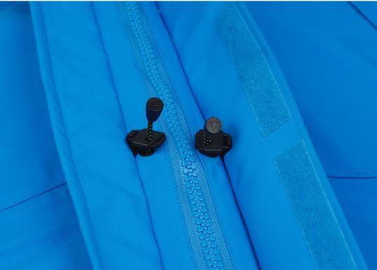 Die Jacke, die dem Offshore-Segler wirklich entspricht. Mit hochstellbarem Kragen und völlig verschließbarer Kapuze. MPX GORE-TEX®Pro steht für das beste Material für anspruchsvolle Segler. (Bild 9 von 12)