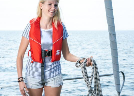 Robuste Rettungsweste, ideal als Einsteigermodel für dieBereiche Yacht- und Fahrtensegeln, Hochseesegeln (Blauwasser) und Motorschiff (Blauwasser) geeignet. Mit einem Auftrieb von 220 N, geeignet für ein Körpergewicht ab 50 kg.  (Bild 3 von 5)