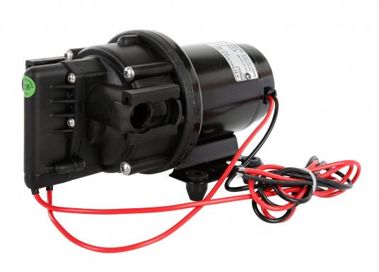 Leistungsfähige Druckwasserpumpe mit einer hohen Lebensdauer. Durch ihren geräuschlosen Betrieb und dem gleichmäßigen Wasserfluss ist die Pumpe die optimale Lösung für Ihr Druckwassersystem an Bord.