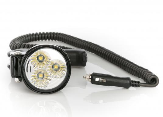 Mit dem kompakten und leistungsstarken Hella Marine Hochleistungs-Hand-Suchscheinwerfer steht Ihnen ein unverzichtbares Hilfsmittel zur Seite, welches Nachtfahrten und Anlegemanöver extrem erleichtert. Der Handscheinwerfer überzeugt mit seiner großen Helligkeit. Aus einem dreifach 10-Watt-LED-Chipsatz generiert er 2500 Lumen neutralweißes Licht. Stromaufnahme 36 Watt @ 12 Volt. (Bild 2 von 9)