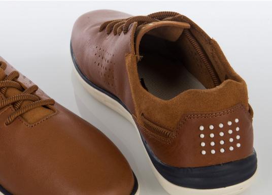 Der sportliche TBS-Sneaker MAHANI ist sehr bequem zu tragen und gewährleistet jederzeit einen sicheren Halt an Deck. (Bild 3 von 4)