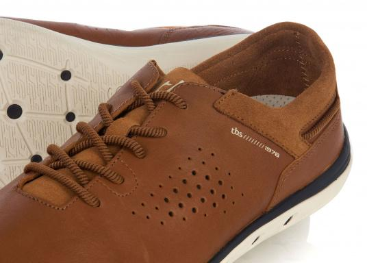 Der sportliche TBS-Sneaker MAHANI ist sehr bequem zu tragen und gewährleistet jederzeit einen sicheren Halt an Deck. (Bild 4 von 4)