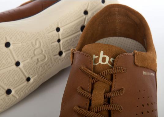 Der sportliche TBS-Sneaker MAHANI ist sehr bequem zu tragen und gewährleistet jederzeit einen sicheren Halt an Deck. (Bild 2 von 4)