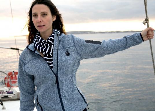 Tolle Fleecejacke für Damen mit kuschelweicher Innenseite. Der Fleece hat elastische Bündchen am Saum, zwei Seitentaschen mit Reißverschluss und eine weitere Reißverschlusstasche am Oberarm. (Bild 13 von 14)