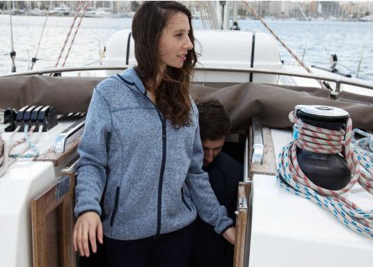 Tolle Fleecejacke für Damen mit kuschelweicher Innenseite. Der Fleece hat elastische Bündchen am Saum, zwei Seitentaschen mit Reißverschluss und eine weitere Reißverschlusstasche am Oberarm. (Bild 6 von 14)