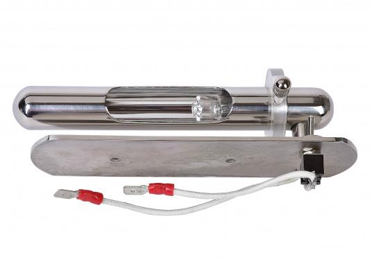 Modernes Design, hergestellt ausverchromtem Messing. Der Reflektor ist drehbar konstruiert und sorgt so für eine praktische Handhabung. Lieferung mit Ein/Aus-Schalter und 12-V/10-W-G4-Halogenlampe.  (Bild 3 von 3)