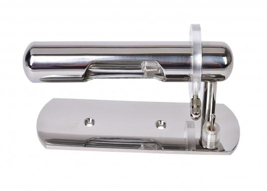 Modernes Design, hergestellt ausverchromtem Messing. Der Reflektor ist drehbar konstruiert und sorgt so für eine praktische Handhabung. Lieferung mit Ein/Aus-Schalter und 12-V/10-W-G4-Halogenlampe.