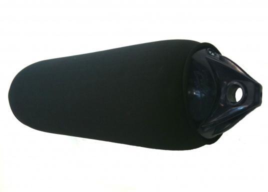 Housse de pare-battage à découper, en polyestère de grande qualité, également utilisé dans l'industrie automobile. Ce matériau est résistant aux UV, son utilisation en mer est donc idéale. (Image 4 de 5)