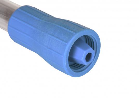 Hochwertiger und robuster Schrubberstiel mit Wasserdurchlass. Die integrierte Steck- und Schraubverbindung ermöglicht Ihnen ein schnelles Wechseln der Bürstenköpfe. Länge: 150 cm. (Bild 4 von 4)