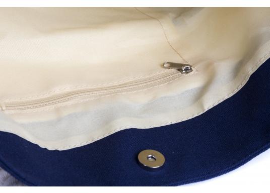 Strandtasche in maritimen Design. Geräumiges Hauptfach mit Druckknopfverschluss und kleinen Innenfächern für Portemonnaie und Handy. (Bild 3 von 4)