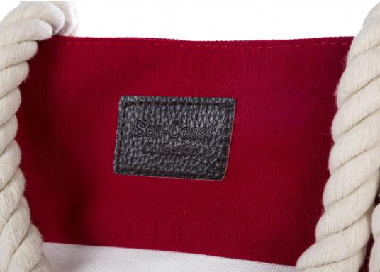 Strandtasche in maritimen Design. Geräumiges Hauptfach mit Druckknopfverschluss und kleinen Innenfächern für Portemonnaie und Handy. (Bild 4 von 5)