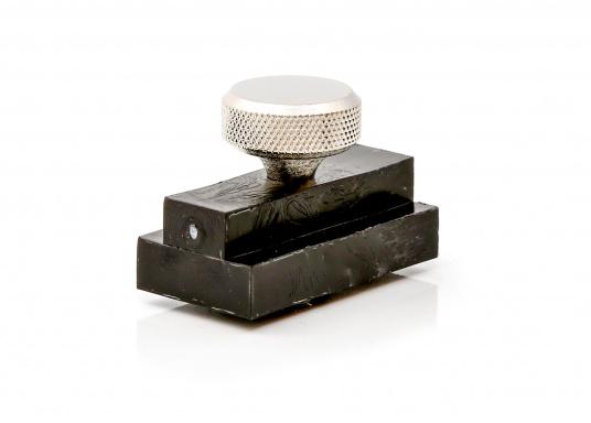 Originaler Stopper für die Kastenschiene von PFEIFFER. Der Klappdeckbeschlag beinhaltet eine Rändelschraube mit M5-Gewinde.
