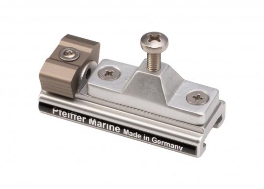 Der Schlitten mit Stopper (Seitenteil) dient als Klappverdeckbeschlag und ist passend für die 20 x 3 T-Schiene von Pfeiffer. Material: Aluminium.