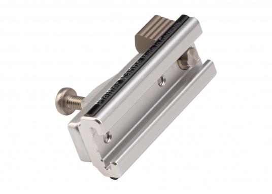 Der Schlitten mit Stopper (Seitenteil) dient als Klappverdeckbeschlag und ist passend für die 20 x 3 T-Schiene von Pfeiffer. Material: Aluminium. (Bild 3 von 4)