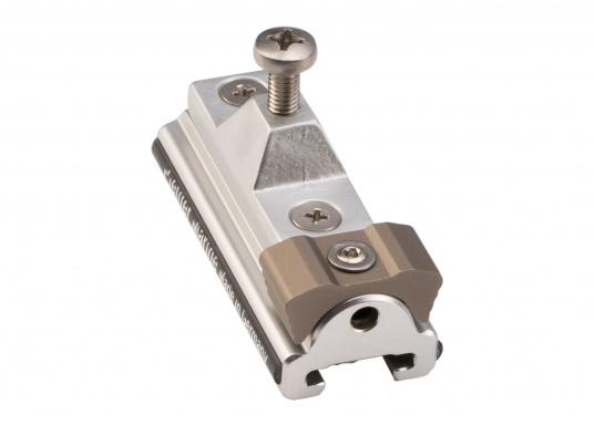 Der Schlitten mit Stopper (Seitenteil) dient als Klappverdeckbeschlag und ist passend für die 20 x 3 T-Schiene von Pfeiffer. Material: Aluminium. (Bild 4 von 4)